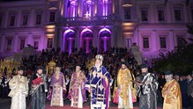 Λιτανεία Ιερών Επιταφίων στην πλατεία Μιαούλη